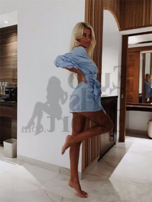 Aruna nuru massage in Lochearn