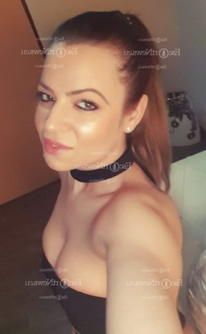 Marie-charlotte erotic massage in Dumont